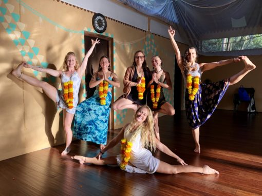 yoga alliance vinyasa aerial yoga teacher training lindsay nova samanova yoga costa rica